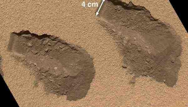 Следы, оставленные грунтозаборным устройством марсохода Curiosity