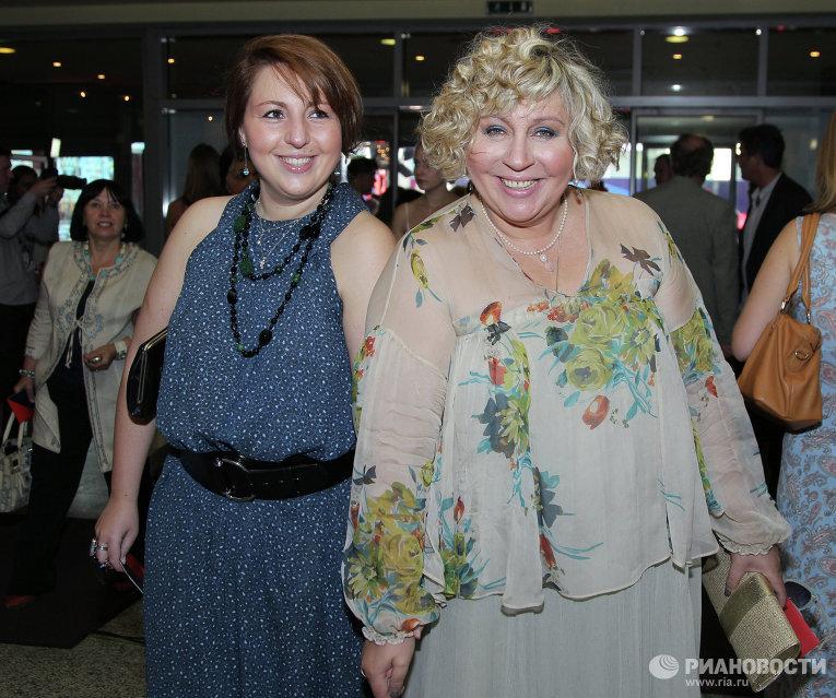 Актриса Марина Голуб (справа) с дочерью Анастасией