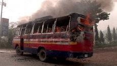 Демонстранты сожгли автобус и мотоциклы во время протестов в Бангладеше