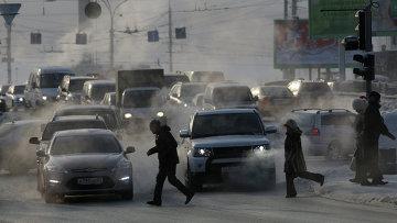 Загрязнение воздуха из-за автомобильных выхлопов. Архивное фото