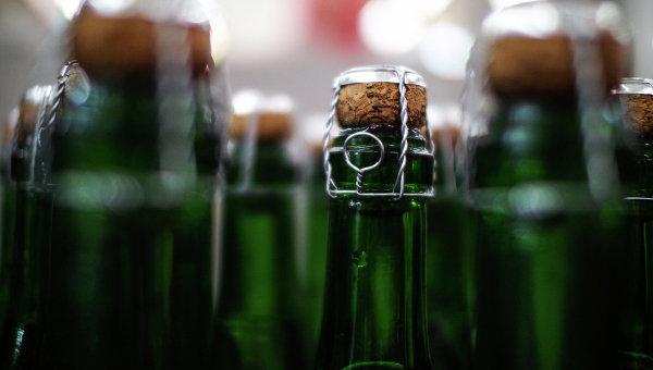 Бутылки с алкоголем. Архивное фото