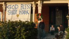 Траур по жертвам стрельбы в школе Сэнди Хук