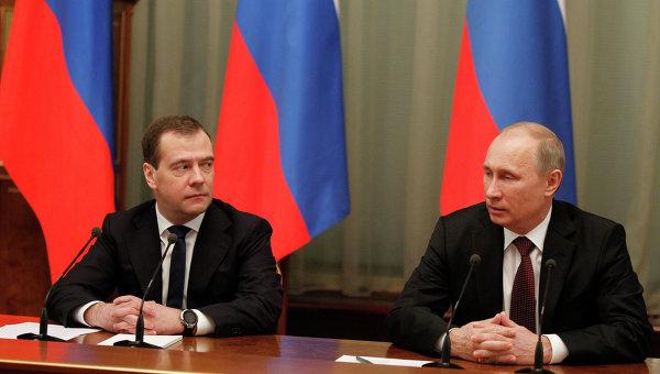 В.Путин и Д.Медведев на заседании правительства РФ. Архив