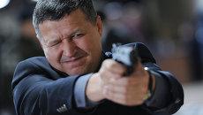 Депутат Иршат Фахритдинов и Магомед Селимханов на соревнованиях по стрельбе из пистолета