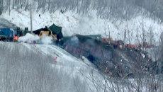 Вагоны поезда с углем сошли с рельсов и упали в обрыв в Иркутской области