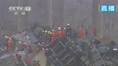 Более десяти фур упали с моста после взрыва пиротехники. Кадры с места ЧП