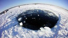 Поиски следов метеорита в озере Чебаркуль, архивное фото