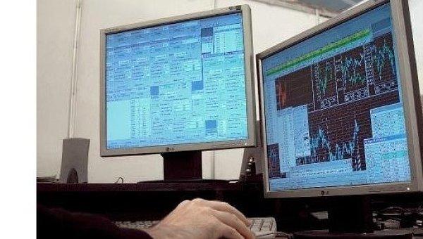 США обвиняют группу хакеров в краже миллионов данных с банковских карт