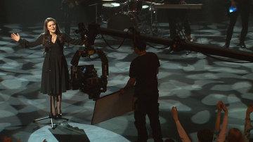Первый клип Дины Гариповой: участнице Евровидения рукоплескал Малый театр