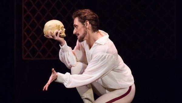 Сцена из балета Майерлинг в театре Станиславского и Немировича-Данченко
