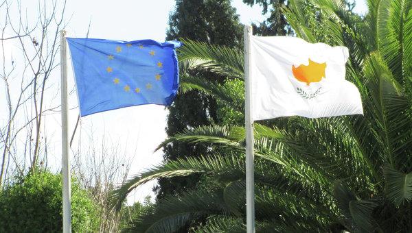 Флаги Кипра и Европейского союза. Архивное фото
