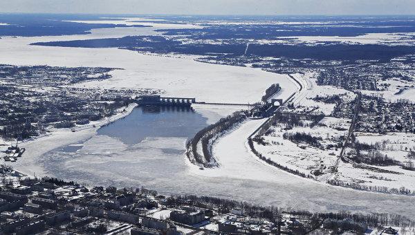 Плотина и шлюзы на реке Волга. Архивное фото
