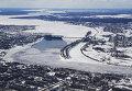 Плотина и шлюзы на реке Волга у города Углич