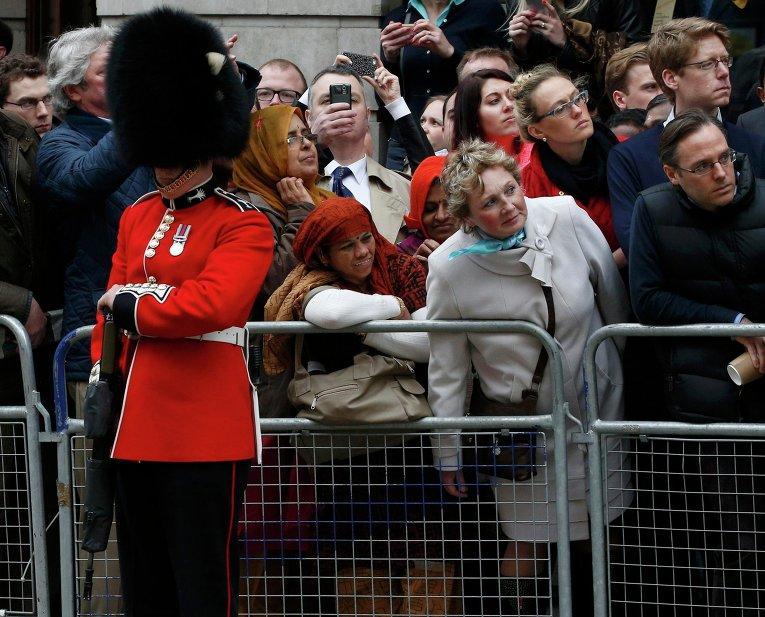 Жители Великобритании на церемонии прощания с Маргарет Тэтчер