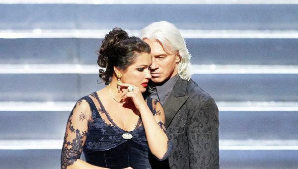 Анна Нетребко в партии Татьяны и Дмитрий Хворостовский в партии Онегина в опере Евгений Онегин на сцене Венской государственной оперы