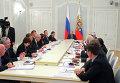 """В.Путин во время совещания по экономическим вопросам в государственной резиденции """"Бочаров ручей"""" в Сочи"""