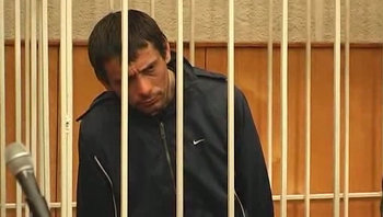 Белгородский стрелок гримасничал в суде и не возражал против ареста