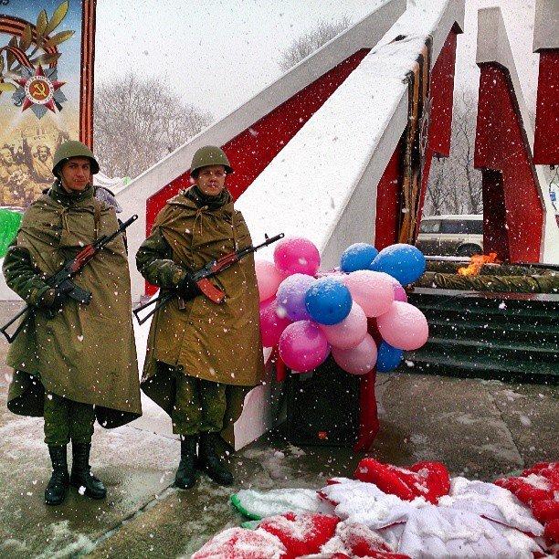 Военнослужащие на праздновании Дня Победы на Камчатке