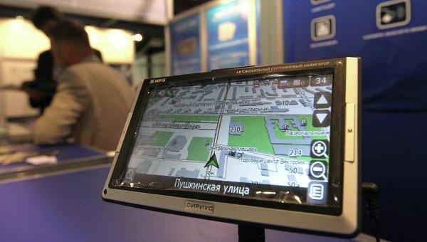 Автомобильный спутниковый ГЛОНАСС / GPS навигатор. Архивное фото