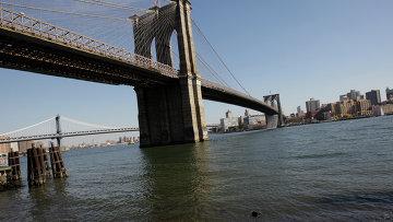 Бруклинский мост через пролив Ист-Ривер. Архивное фото