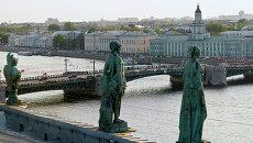 Вид на Дворцовый мост. Архивное фото