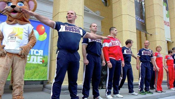 Утренняя зарядка с Александром Карелиным и олимпийцами в Новосибирске, архивное фото