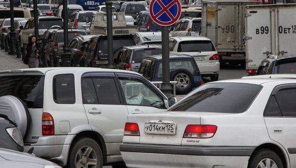 Автомобильная пробка во Владивостоке, архивное фото