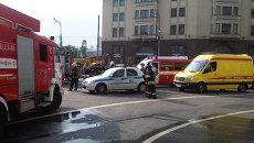 Пожарные расчеты возле станции метро Охотный ряд. Архивное фото