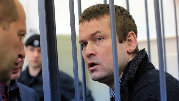 Оппозиционер Леонид Развозжаев в суде. Архив