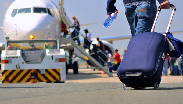 Пассажиры проходят на посадку