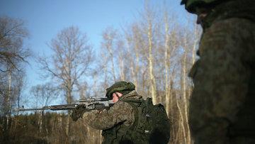 Военнослужащий демонстрирует боевой комплект Ратник. Архивное фото