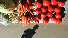 Овощные прилавки. Архивное фото