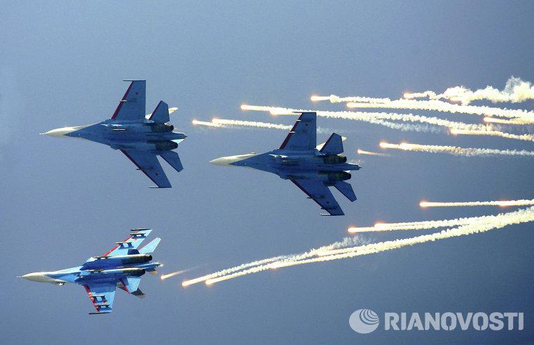 Пилотажная группа Русские Витязи на самолетах Су-27