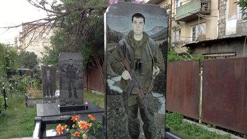 На военном кладбище в Цхинвал