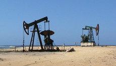 Добыча нефти недалеко от Гаваны. Архив