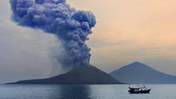 Вулкан Кракатау, Индонезия. Архив