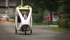 День без авто: как таксист пересел на велорикшу, а байкер на троллейбус