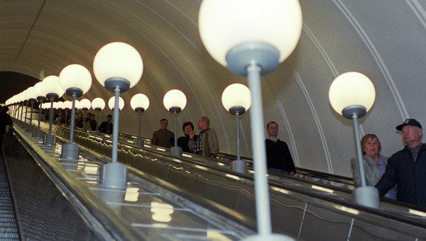 Эскалатор на станции Парк Победы. Архив