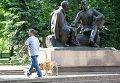 Памятник литературному герою Василию Теркину и его автору - поэту Александру Твардовскому