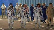 Экипаж новой экспедиции МКС аплодисментами проводили к Союзу ТМА-10М