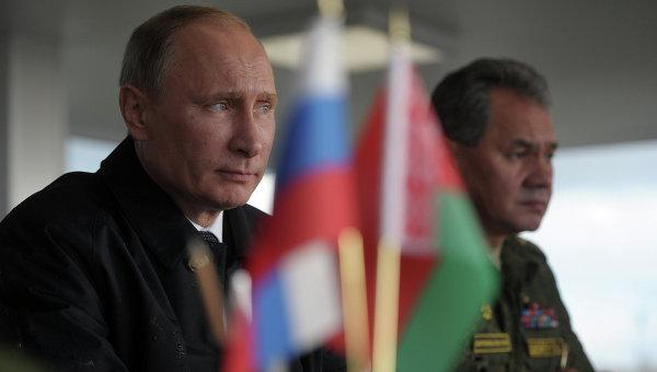 Президент России Владимир Путин наблюдает за ходом российско-белорусских учений Запад-2013, фото с места события