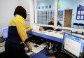Пенсионерка в красноярском почтовом отделении