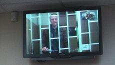 Задержанного на акции Greenpeace фотографа оставили под стражей. Кадры из суда