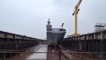 Спуск на воду российского вертолетоносца Владивосток во Франции