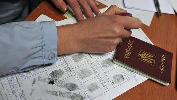 Выдача разрешения на временное проживание в РФ гражданину Украины. Архивное фото