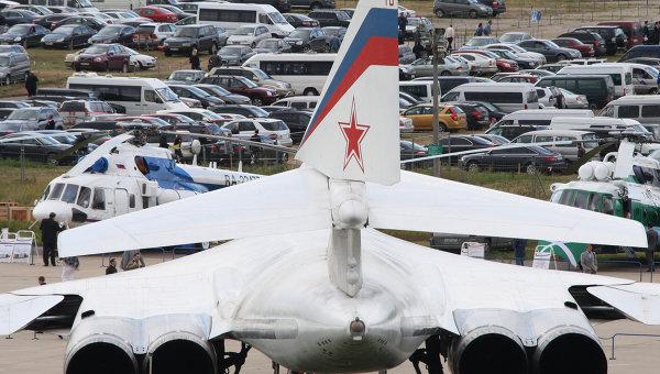 Сверхзвуковой стратегический бомбардировщик-ракетоносец Ту-160, архивное фото