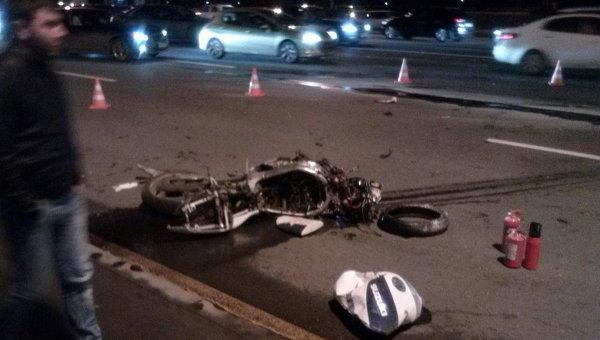 Иномарка врезалась в мотоциклы на западе Москвы