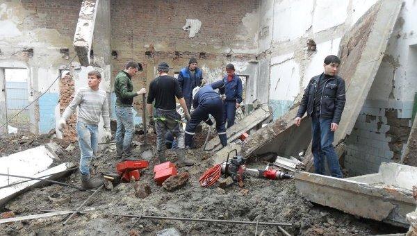 На месте обрушения крыши на складе в Ростовской области. Архивное фото