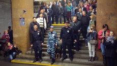 Хор МВД устроил флэшмоб в метро ко Дню полиции