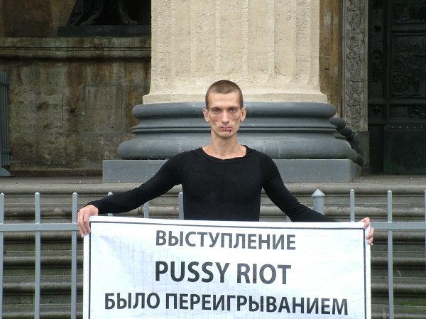 павленский на красной площади фото